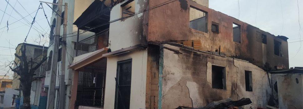 Incendio afecta seis viviendas barrio Santiago