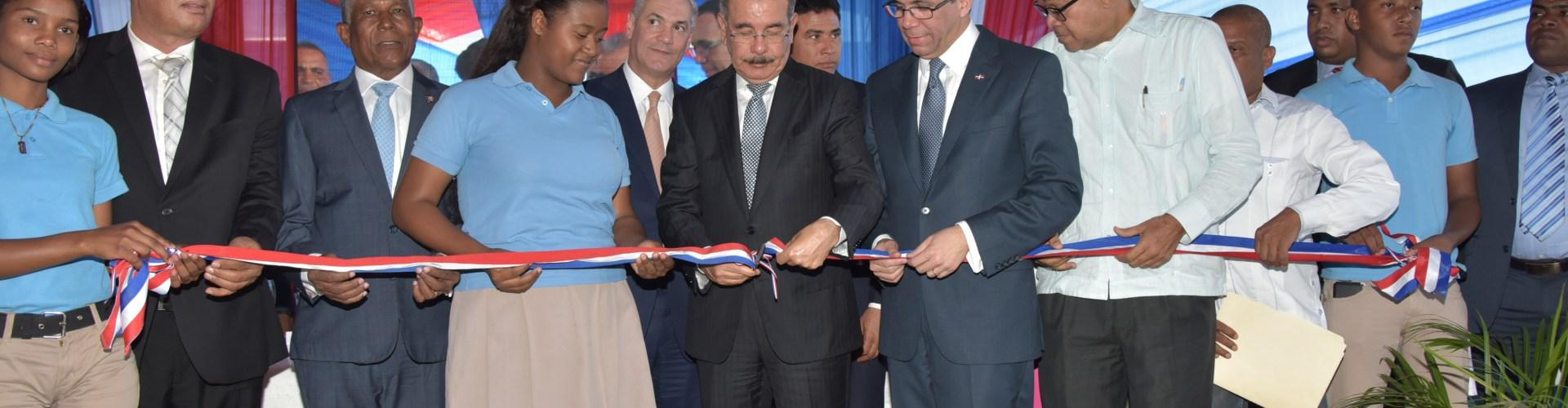 Medina inaugura escuela en municipio Tamayo