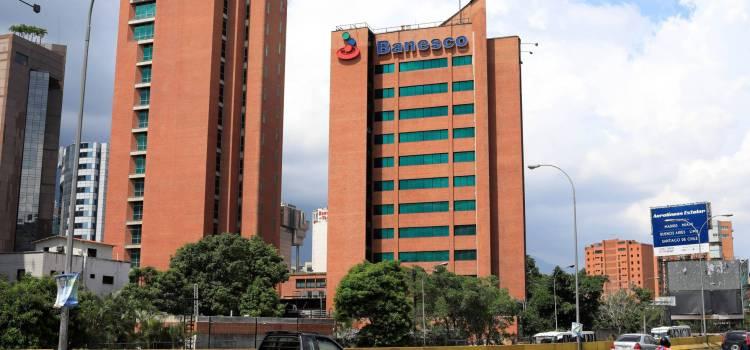 Maduro recula y libera banqueros