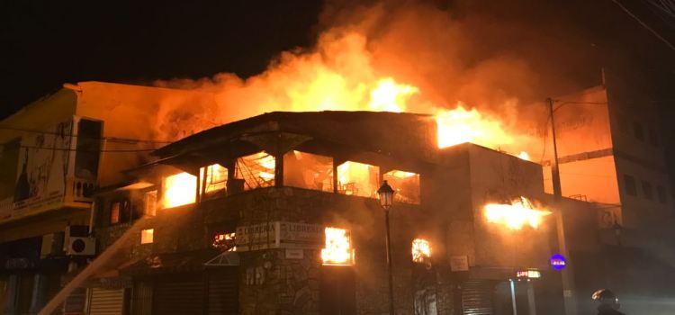 Fuego consume dos tradicionales librerías