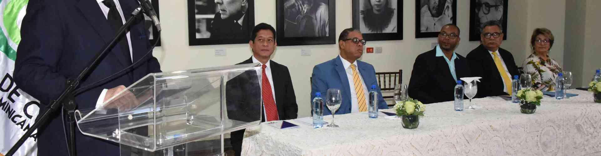 Ministro Cultura apoya sector artesanal