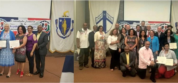 Consulado reconoce maestros dominicanos