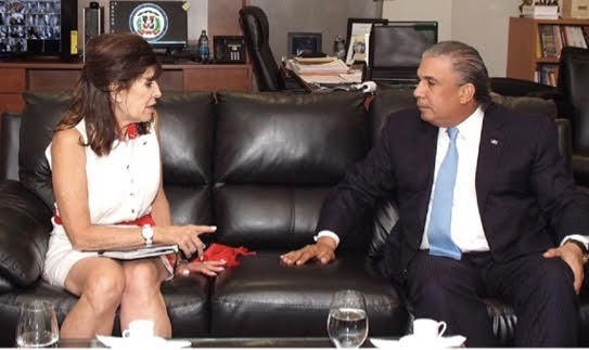 Embajadora EE. UU. visita cónsul dominicano