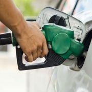 Anuncian combustibles bajarán de precios