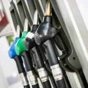 Bajarán de precios todos los combustibles