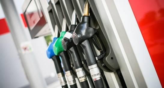 Sigue desplome precios de combustibles