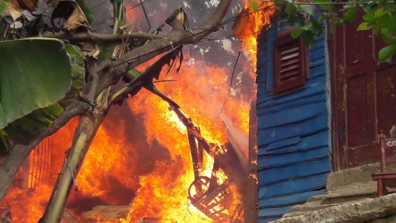 Un incendio afecta a ocho residencias