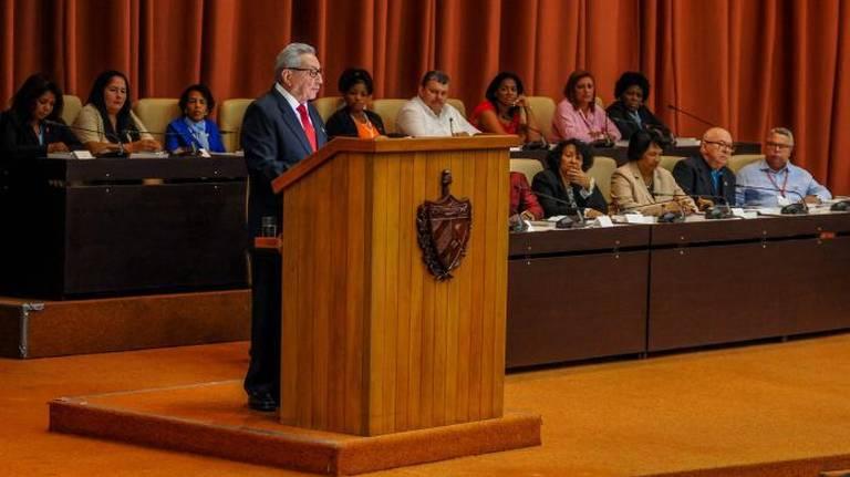 Cuba reitera apoyo a Maduro y prevé más crisis