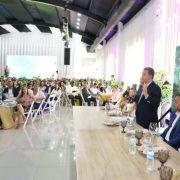 Leonel Fernández se reúne con cientos de jóvenes