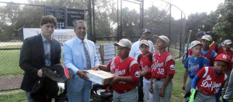 Distribuyen útiles escolares y deportivos