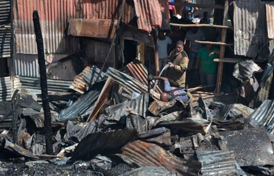 Incendio consume 33 habitaciones de pensiones