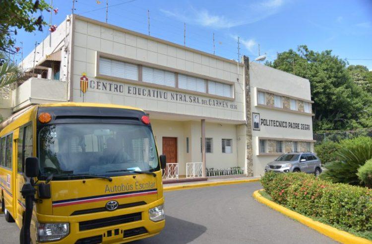 Educación dona autobús a estudiantes de politécnico