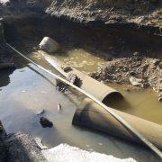 Rotura de tubería deja sectores sin agua potable