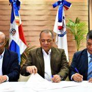 Instituciones firman convenio sobre temas ambientales