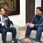 Bartolo Colón visita ministro Educación