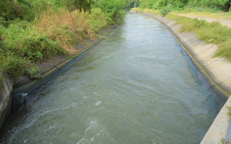 Realizan trabajos mantenimiento en canal riego