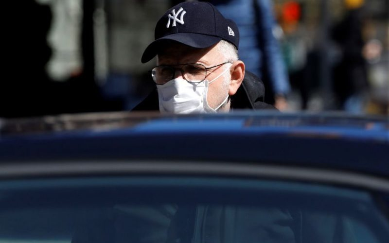 """El coronavirus avanza en NY como si fuera un """"tren bala"""""""