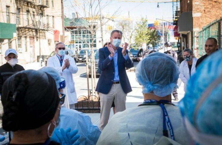Alcalde NY tiene plan de vacunación masivo