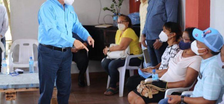 Eduardo Estrella lleva mensaje a los distritos municipales
