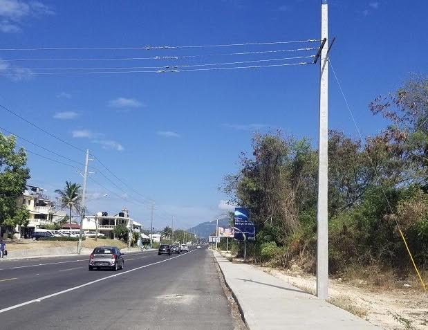 Edenorte informa reubica tres postes de carretera