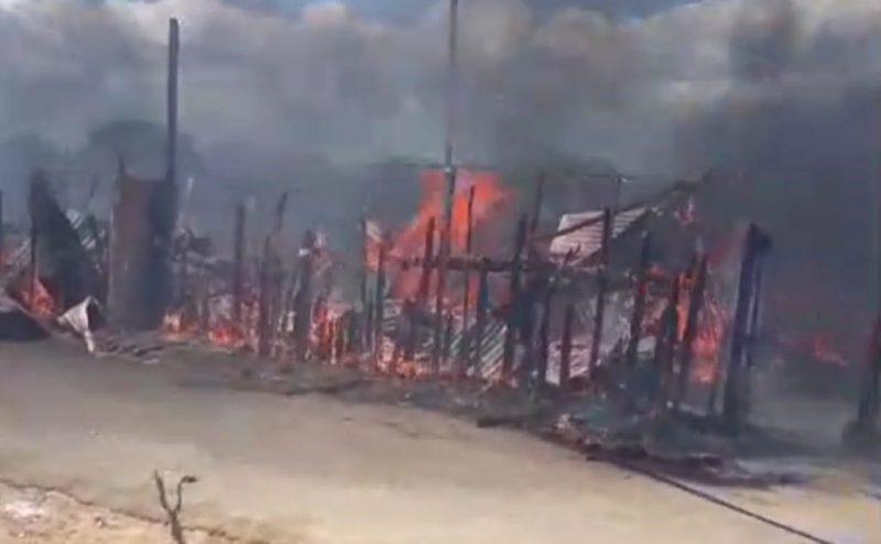 Investigan origen incendio que destruyó una pensión
