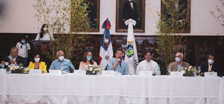Mipymes entrega a Abinader plan relanzamiento tabaco