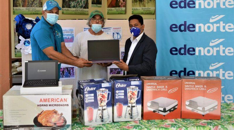 Edenorte realiza un donativo al padre Rogelio
