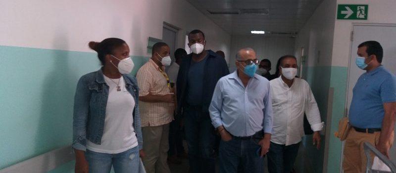 Deploran estado dos hospitales de Samaná