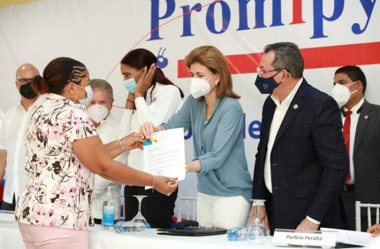 Vicepresidente Peña entrega préstamos de Promipyme