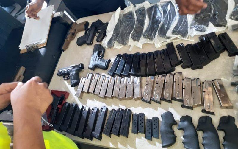 Ocupan arsenal a un piloto en el Aeropuerto Cibao