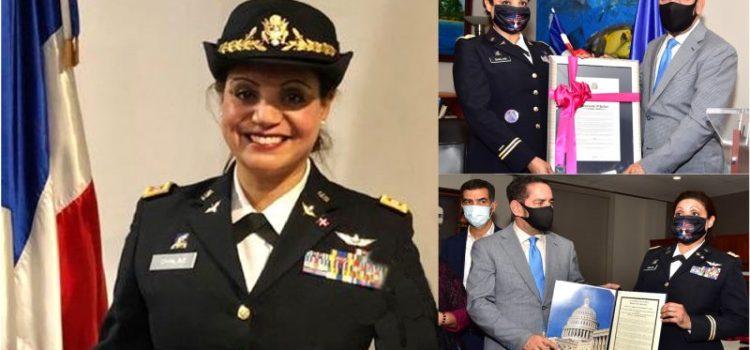 Piloto coronela orgullosa de origen dominicano