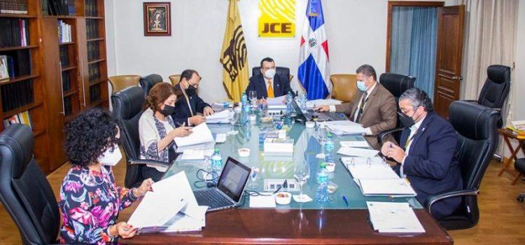 JCE suspende funcionarios en lugares EE.UU.
