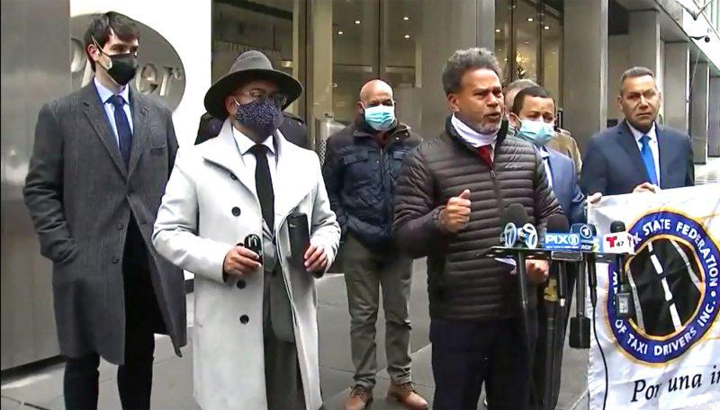 Taxistas piden les donen vacuna contra virus