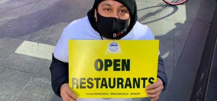 Restaurantes de NY volverán atender clientes en el interior