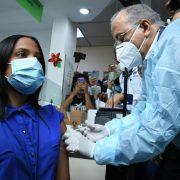 Inicia la vacunación de personal médico del Cibao