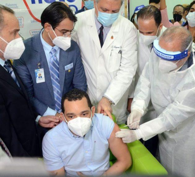 Informan vacunación personal médico covid clínicas Santiago
