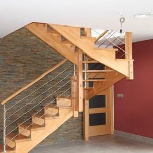 escalera recortada madera