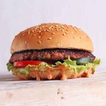 makan burger makin cinta j
