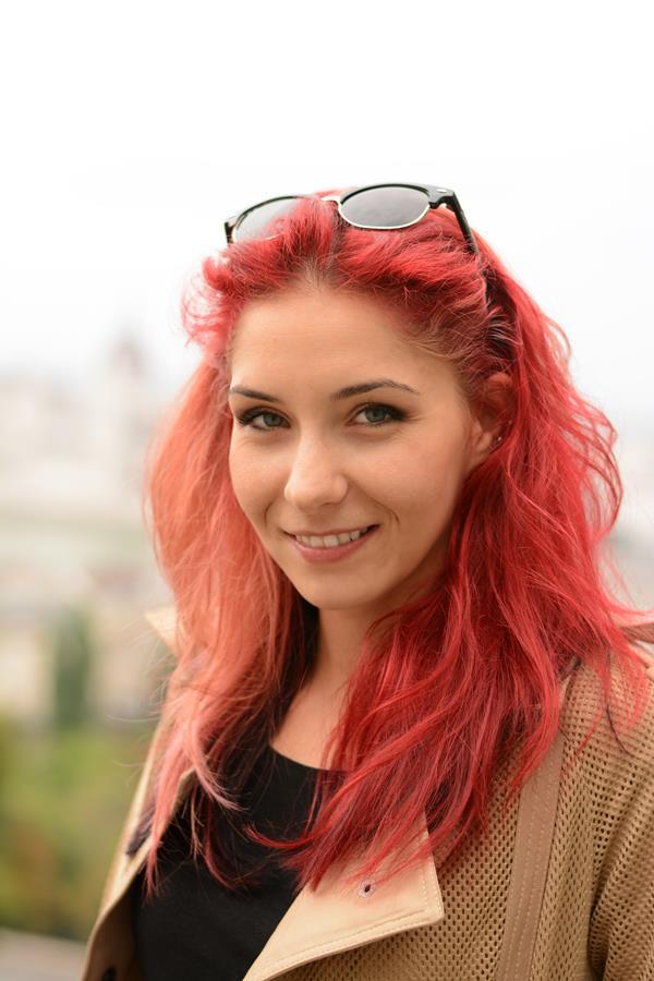 fashion blogger red