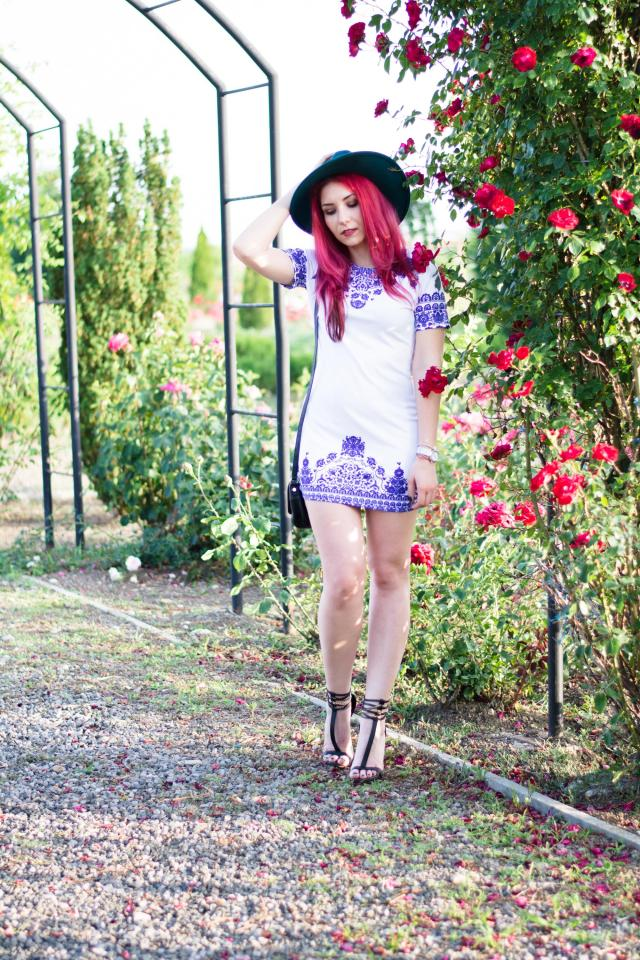 red head blogger