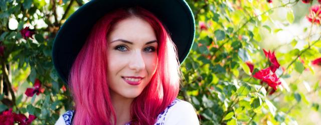 redhead blue hat