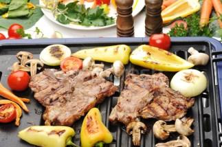 Carne na grelha com legumes