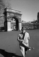 Ugo Mulas - Marcel Duchamp a Washington Square, New York 1964