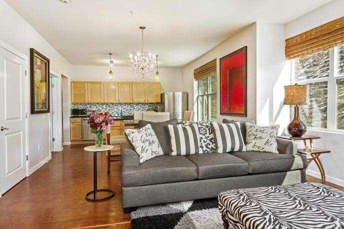 Metcalf Lofts #A1, Avon / SOLD $375,000 / 4.30.18 (Photo: LIV SIR)