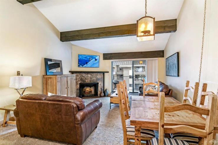 Avon Lake Villas L4, Avon / SOLD $465,000 / 12.21.18 (Photo: LIV SIR)