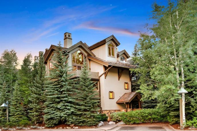 Pinecone Lodge #202, Arrowhead / SOLD $685,000 / 9.27.17 (Photo: BHHS)