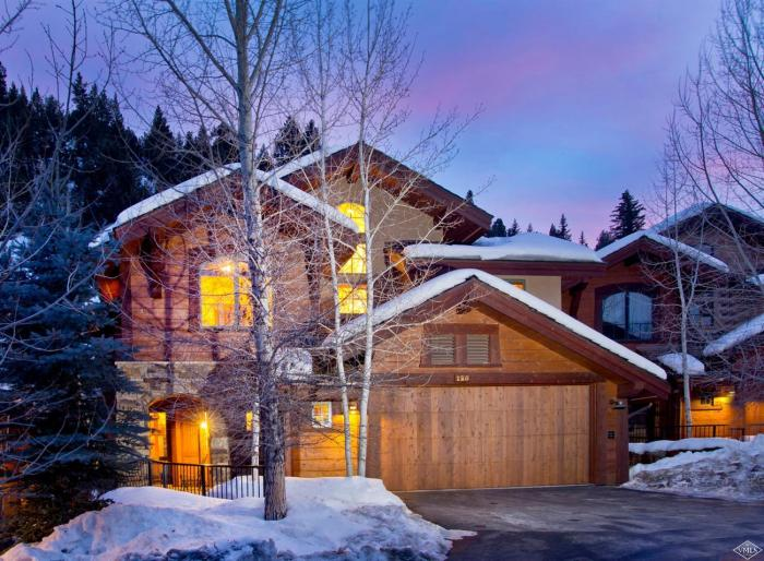 125 Mountain Retreat Court, Arrowhead / SOLD $2,840,000 / 4.18.19 (Photo: SSF)