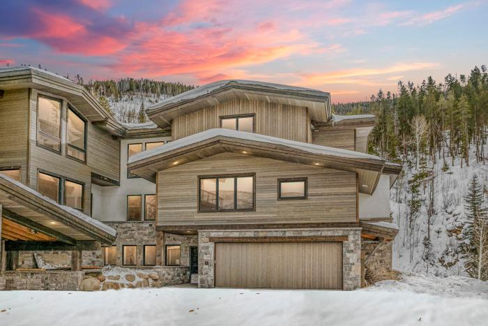 2794 Snowberry Dr #A, Vail / SOLD $3,450,000 / 4.2.2020 (Seller Represented) Photo: LIV SIR