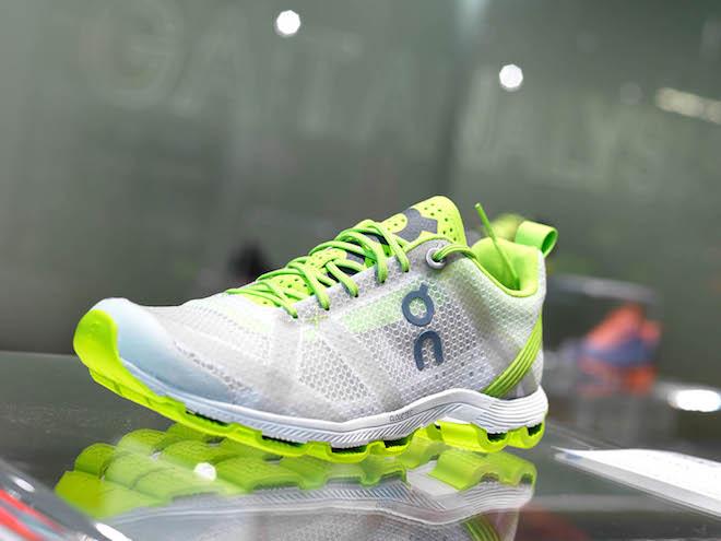 Display showcase for footwear