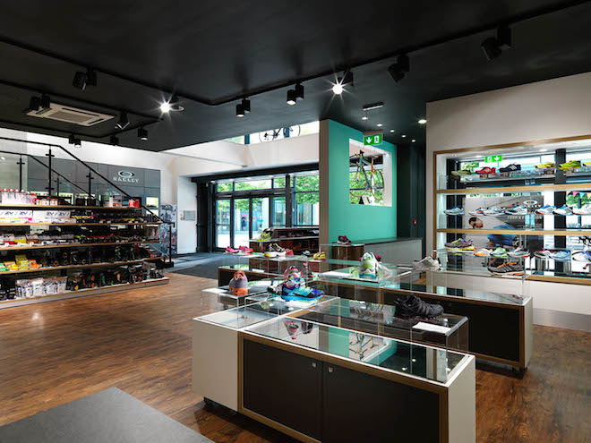 Use of colour blocks in retail interior
